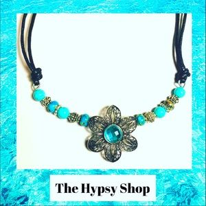 Jewelry - Silver and turquoise flower necklace